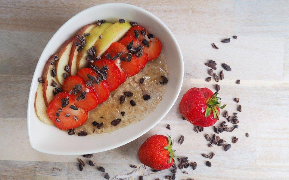 Porridge mit Hanfprotein und frischem Obst