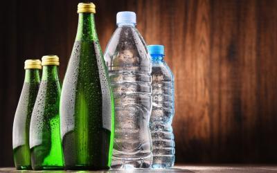 Glasflasche vs. Plastikflasche